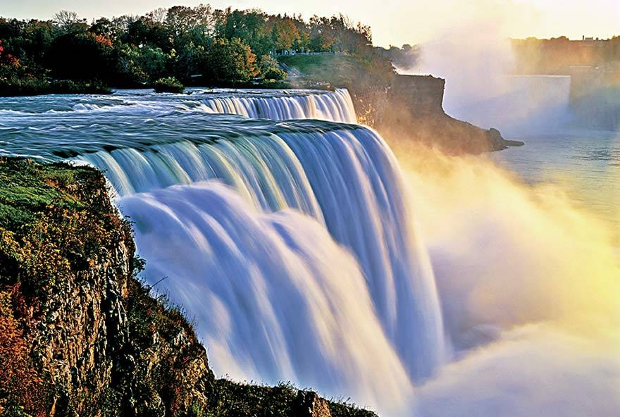 Experience the beauty of Niagara Falls!